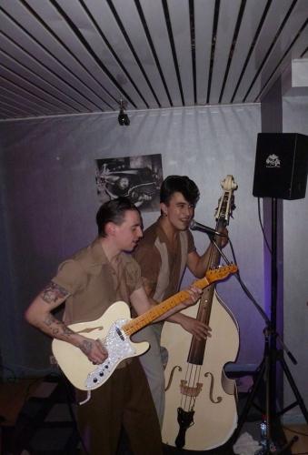 a5920guitar+bass.jpg